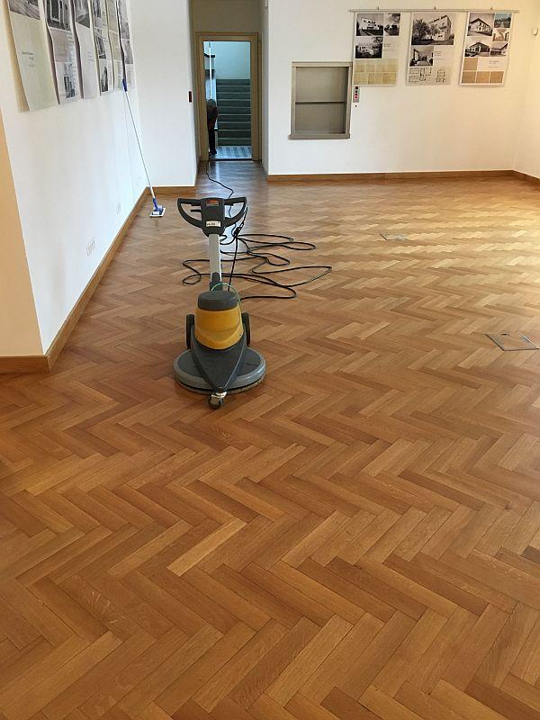 Leštění podlahy / Leštění podlahy - ukázka